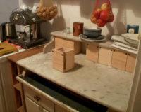 Küchenschrank mit Tanten